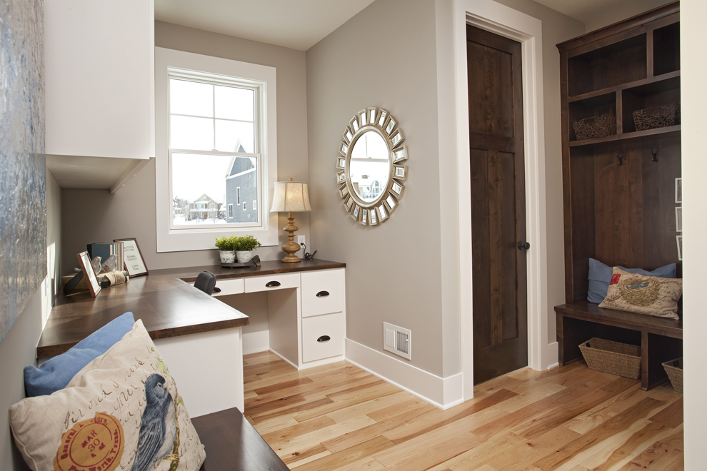 custom home mudroom